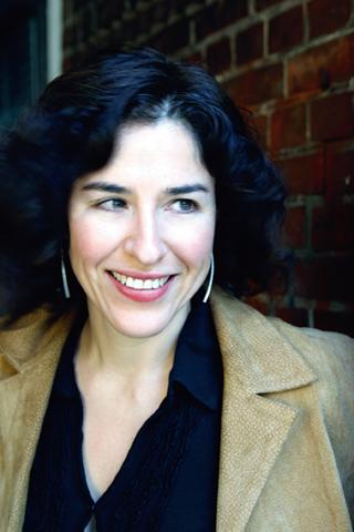 Escritora mexicana Guadalupe Nettel, Premio Herralde de Novela 2014.