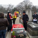 Movadef  coloca bandera terrorista y foto de Abimael Guzmán en tumba de  César Vallejo