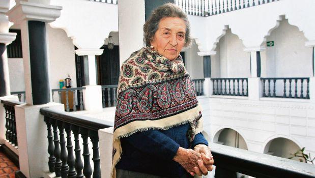 LIMA, 16 DE MAYO DEL 2006 ENTREVISTA A LA HISTORIADORA Y FUNDADORA DEL INSTITUTO DE ESTUDIOS PERUANOS (IEP), MARIA ROSTWOROWSKI. FOTO: ROLLY REYNA / EL COMERCIO