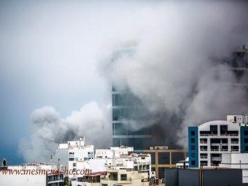 Larcomar y Hotel Marriot envuelto en humo. Foto: Inés Menacho.